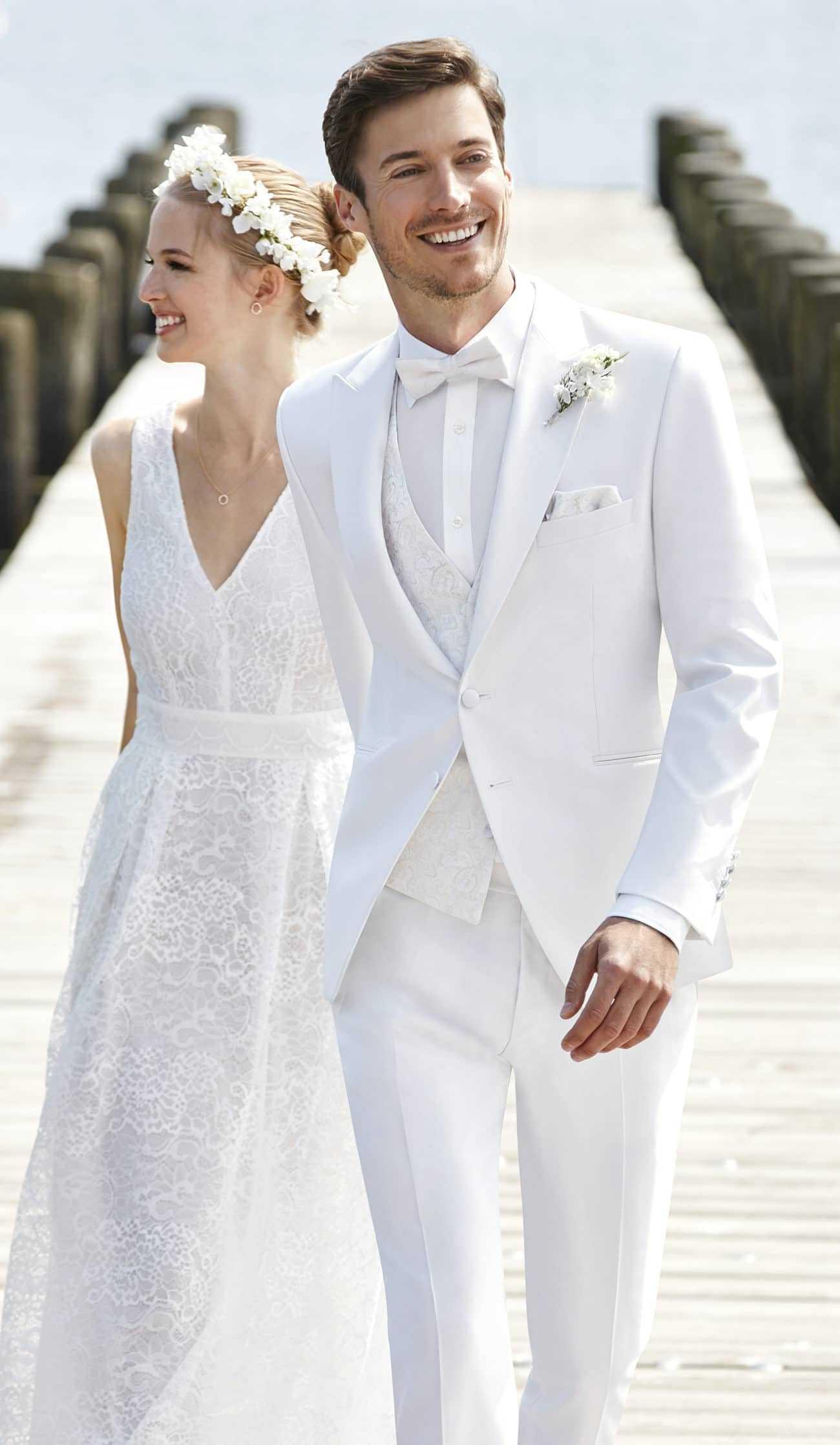 Ein Heller Hochzeitsanzug Perfekt Fur Die Sommerhochzeit