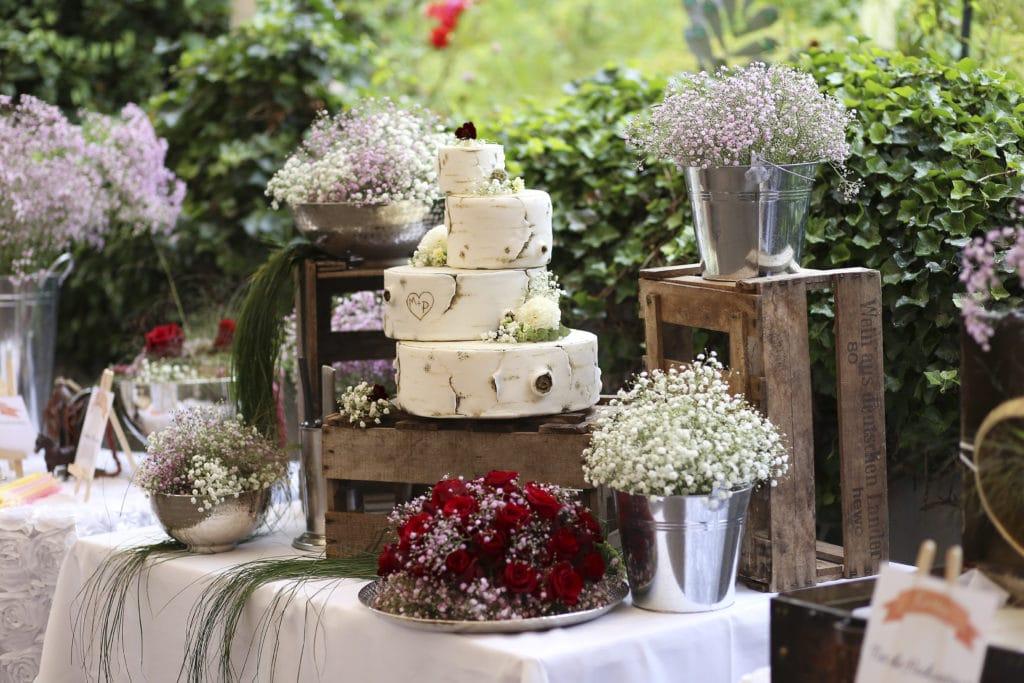 Country Hochzeit Baumstammtorte
