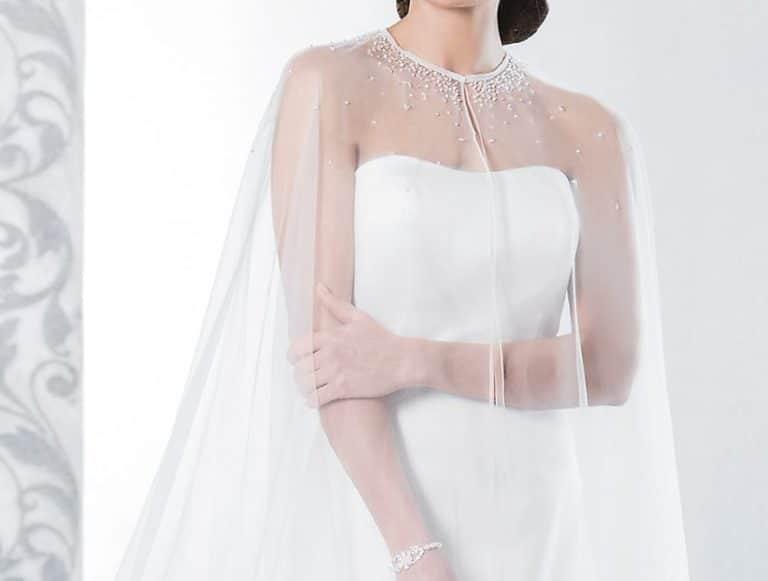 Wie Cinderella: Mit Cape zur Hochzeit