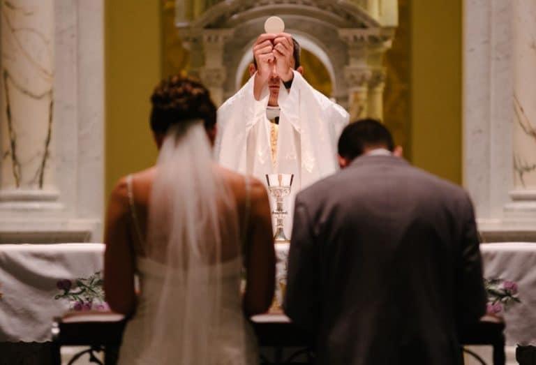 Katholische Fürbitten nach der Trauzeremonie