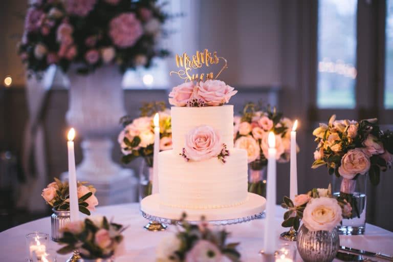 Backkunst in Szene setzen: Tortenständer für die Hochzeit