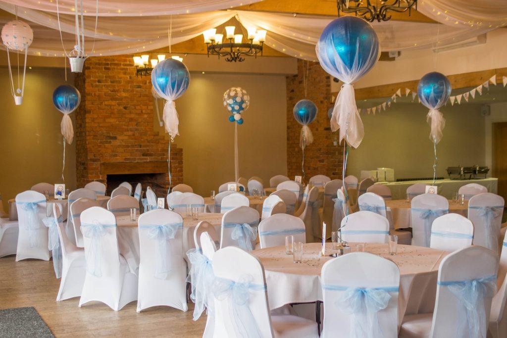Blaue Tischdeko für die Hochzeit