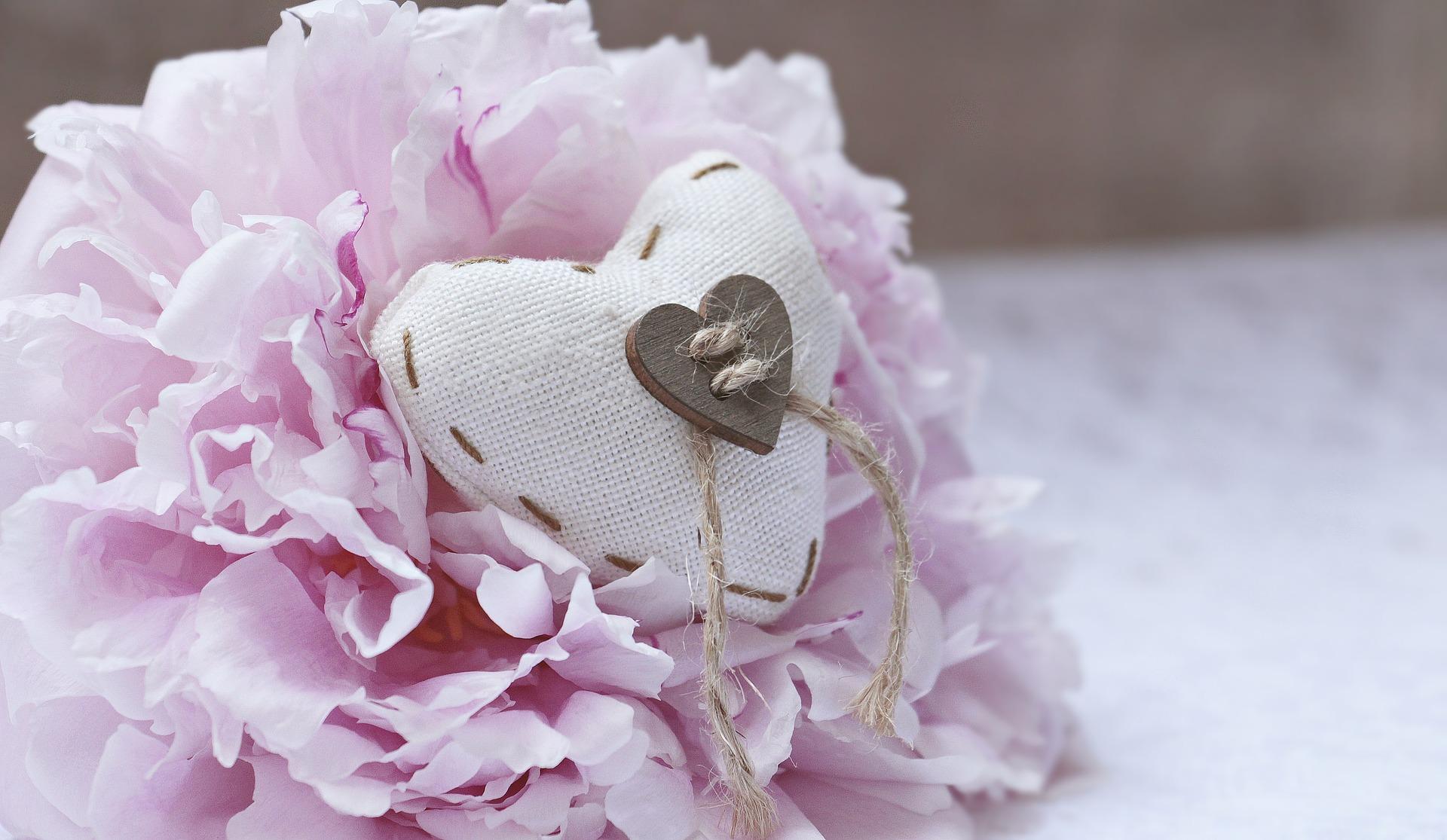 rosa tischdeko f r die hochzeit heiraten hochzeit. Black Bedroom Furniture Sets. Home Design Ideas