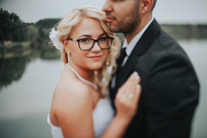 Braut mit Brille