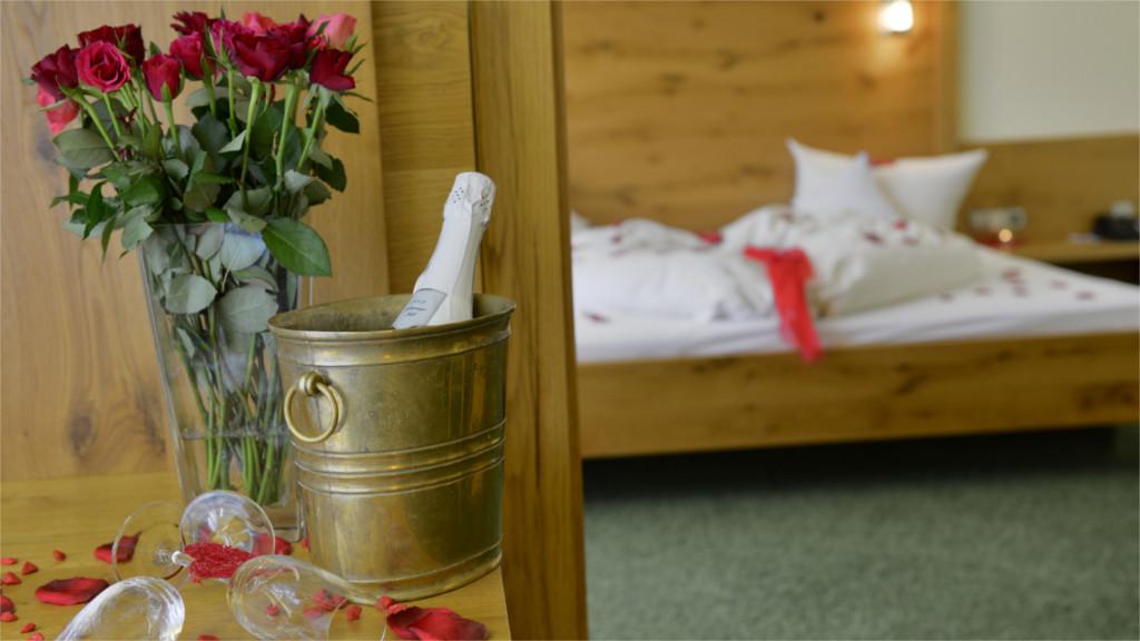 010_Hochzeitszimmer_2_1366x768